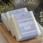 Natūralus kietasis šampūnas Cosy Cottage (natūralaus ar levandų kvapo)